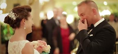 愛する人の花嫁姿を初めて見た時の新郎の幸せすぎる表情1