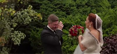 愛する人の花嫁姿を初めて見た時の新郎の幸せすぎる表情4