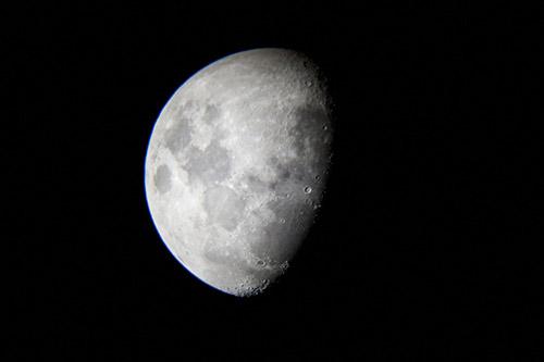 かけゆく月