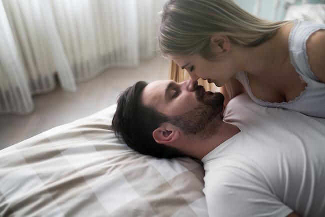 男性が一番盛り上がるのは脱ぐ前か、脱がせた後か画像