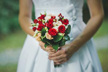 photodune-12020256-bouquet-in-hands-1624-s