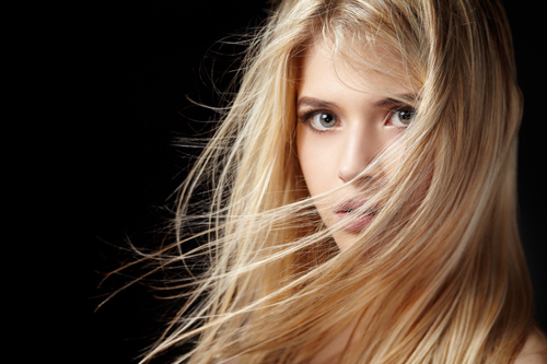 BM_Portrait-of-beautiful-blonde-woman-with-flying-hair_95496046-1500x1000
