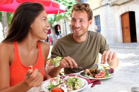 男性から食事に誘われたからと言ってあなたを好きとは限らない