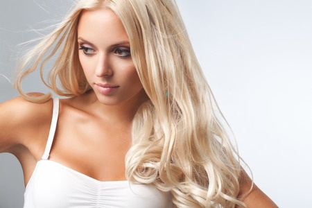 39485787 - portrait of beautiful blonde woman . healthy long blond hair. hair extension