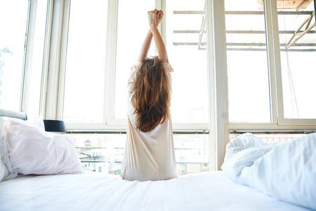 朝の目覚めをスッキリさせる方法