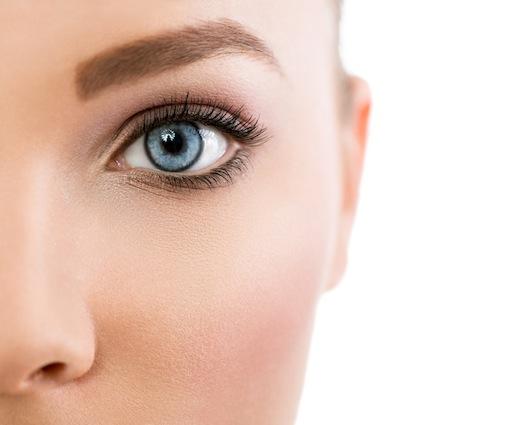 bm_close-up-of-beautiful-blue-eye_77285543