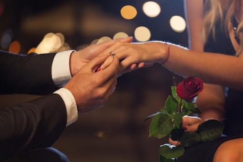 bm_romantic-proposal-in-the-city_69512397