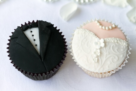 14149449 - bride and groom cupcakes