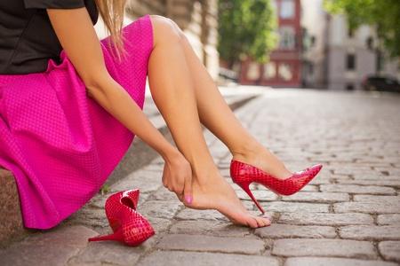 合わない靴を履いている