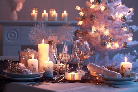 8272749 - place setting for christmas in white
