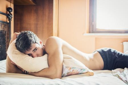 セックスの後冷たくなるのはなぜ?男性の賢者タイム