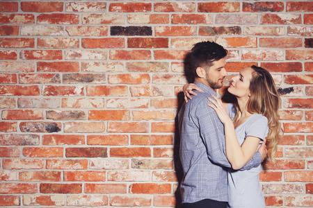 社内恋愛、友達からの進展、SNSでの出会い…それぞれの恋愛パターンのメリットを解説