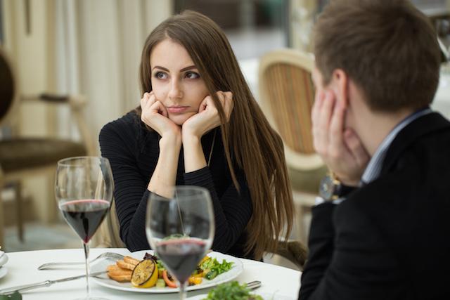 恋愛がうまくいかない女性の恋愛観5つ