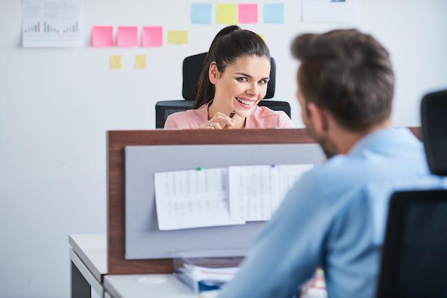 職場の先輩に片思い 社内で上手にアプローチする方法と脈ありサイン