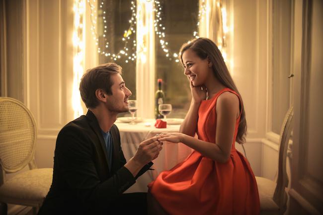 「結婚しよう」男性がそろそろ結婚しようと決意する瞬間