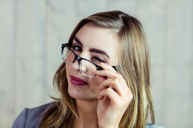 眼鏡 上目遣い
