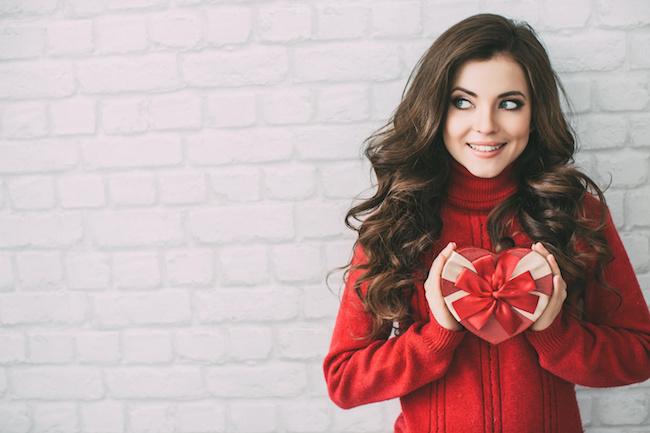 手渡すタイミングに困るッ!バレンタインで「プレゼントを渡す」方法5パターン