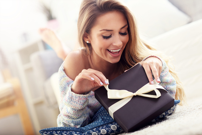 彼氏にちょっと高いプレゼントをおねだりする方法1画像