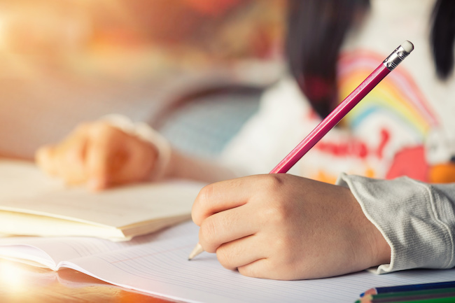 子供に自ら進んで宿題をさせるには?宿題を習慣化させるコツ