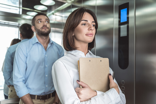 同じビルで働く男性に恋をした!効果的なアプローチ方法とは?