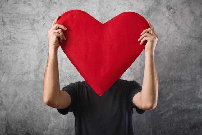 バレンタインデーは、彼氏にプレゼントも必要?彼氏に喜ばれるバレンタインデーを解説!03