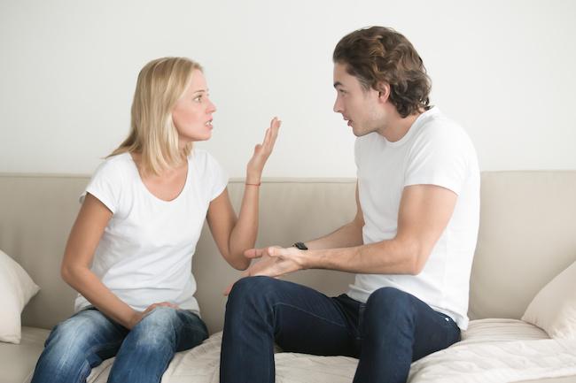 男性を本気でイライラさせる、やったら絶対NGな行動2画像
