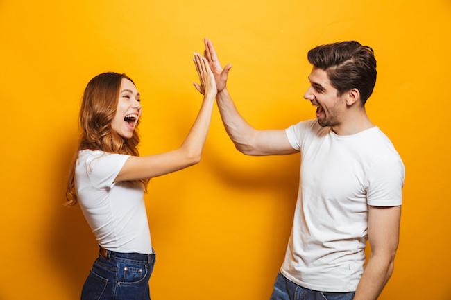 恋愛感情ナシ!男性が「友達」と思っている女性へのスキンシップ