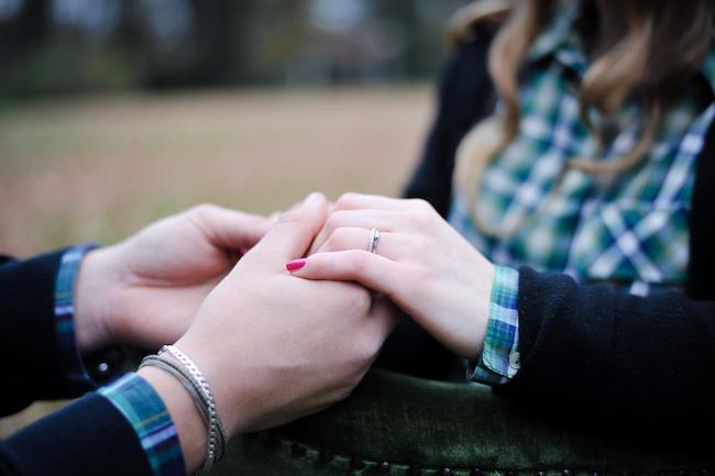 彼氏彼女がお揃いの指輪をつけると親密度が湧く理由3
