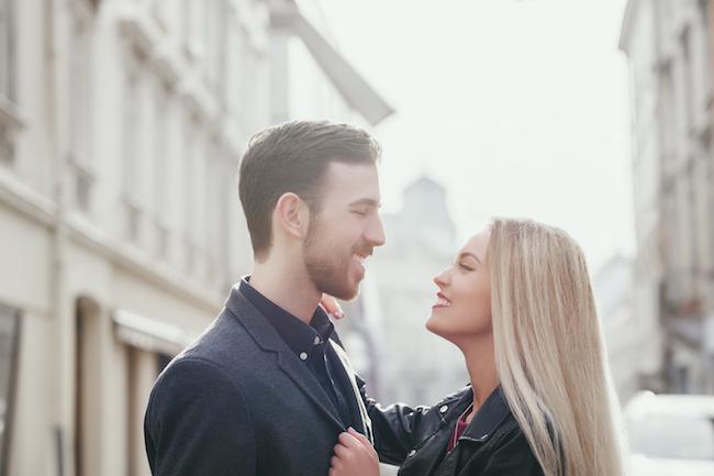 「キスしたい…!」男性がついつい興奮してしまうセクシーな女友達の特徴とは?