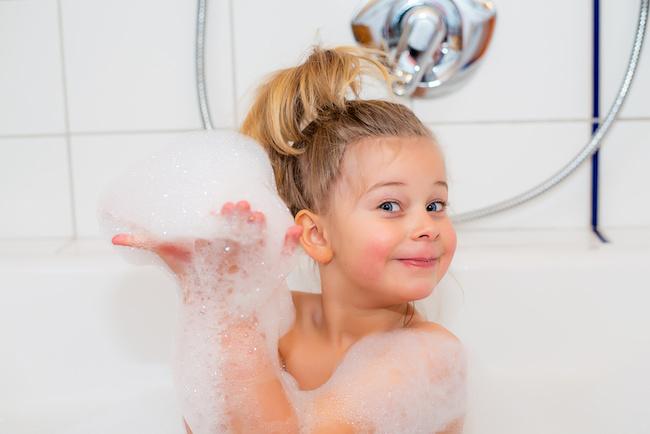お風呂に嫌がる子どもを「楽しんで」お風呂に入れる方法3つ