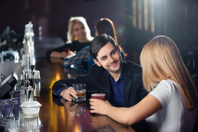 お酒の席での告白…本気なの?男性の本気度を確かめる方法
