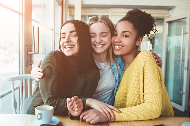 ママ友付き合いって大変…大人になってから「子ども関係以外で友達をつくる方法」3つ