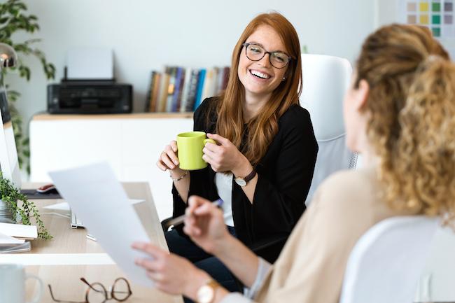 ムードメーカーになりたい!「会社での人間関係が良好な子」の3つの共通点