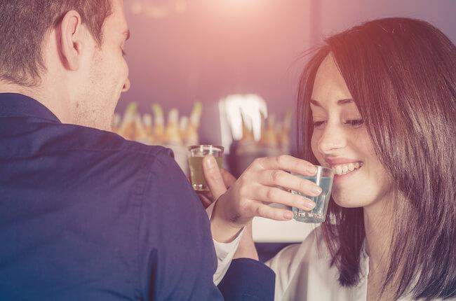 マッチング後の初デートに「飲みデート」は避けるべき理由
