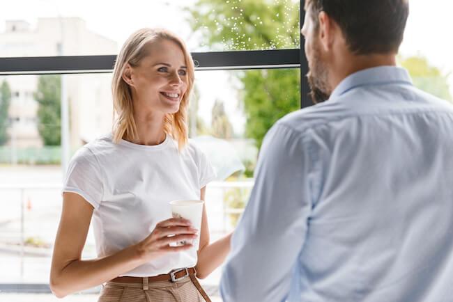 男性とうまく喋れない女性必見!男性に好かれる話し方とは?