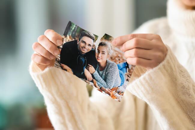 運命の人を引き寄せる!結婚運をアップさせるおまじない&ジングス/元彼との写真を破棄