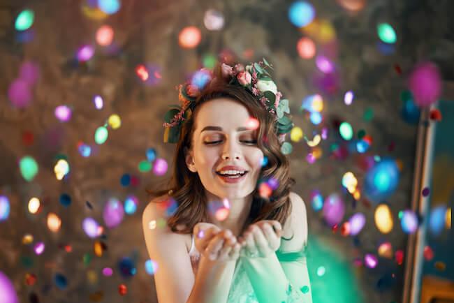 友達の幸せを素直に喜べない。嫉妬心を自分の魅力に変える方法とは?