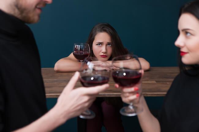 年始からの浮気に注意…!彼氏の「飲み会」と「浮気」を見抜く方法