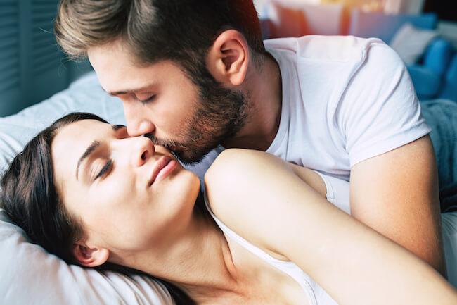 カップルが長続きする秘訣のキス