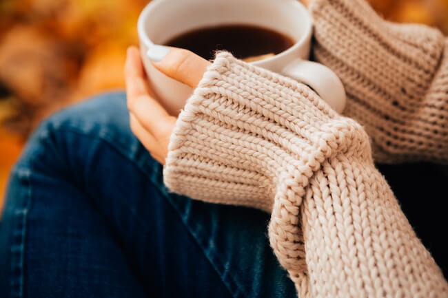 冬におすすめ!「萌え袖ニット」で男子のハートをきゅんとさせよう!
