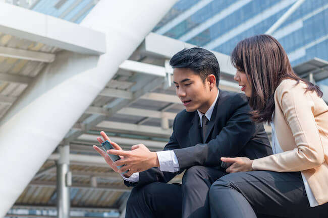 仕事の別れはチャンス!「同僚」から「女性」に彼の気持ちを変える方法