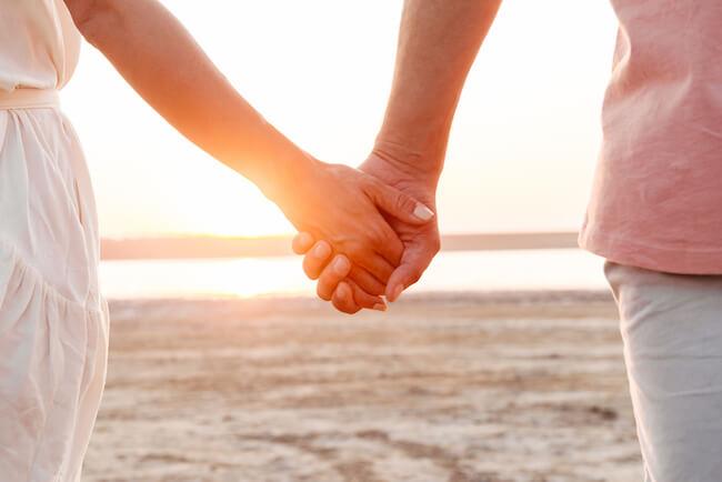 男の気持ちは手にでる!手の触れ方でわかる男性の本命サイン