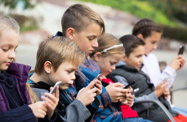 小学生のスマホ所持率が増加中 安全に利用するためのルール決め