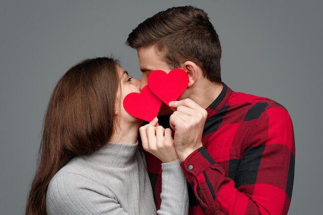 キス自撮りがしたい!いいねがもらえるカップルフォトの上手な撮り方とは