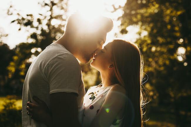 「この子可愛い!」男性がドキドキしちゃう素敵なキスってどうすればできるの?