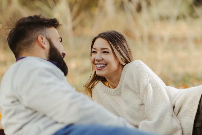 男性が『本命彼女』を選んでいる時に見ている女性の言動とは?