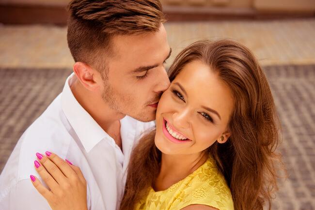 男性がキスしてくる場所には意味があるの?そこにキスするって事は…?知りたい男性心理