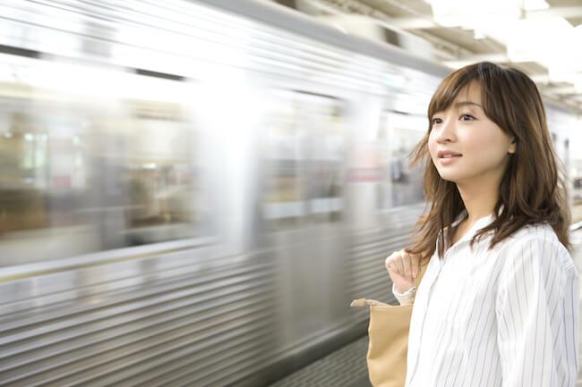 毎日通勤時間に会う男性が気になる…どうやって近づくのが正解?