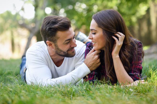 彼女だけは別枠です!男性が落ちてる「ガチ恋」の特徴