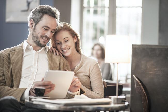 どこまで本気にしていい?既婚者男性のアプローチ本気度が解る行動